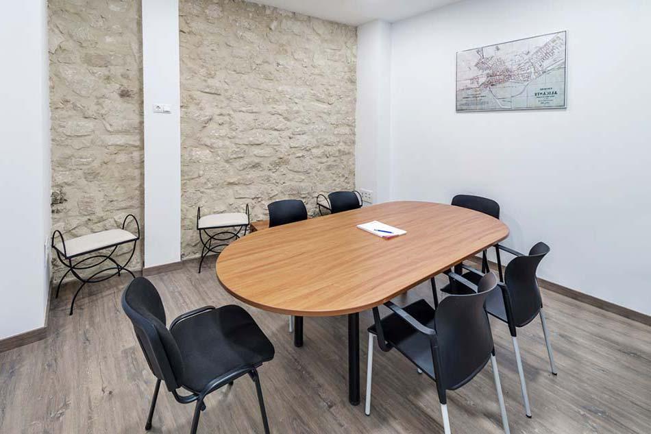 mesa reuniones empresa ReformasLaqaunt